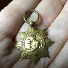 Militaria: FAMILLE FRANCAISE MEDALLA LA PATRIE RECONNAISSANTE MINISTERE DE L'HYGIENE. Lote 182742115