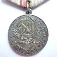 Militaria: RUSIA - URSS - MEDALLA VETERANO DEL TRABAJO - JUBILACIÓN DE LA UNIÓN SOVIÉTICA. Lote 182770451