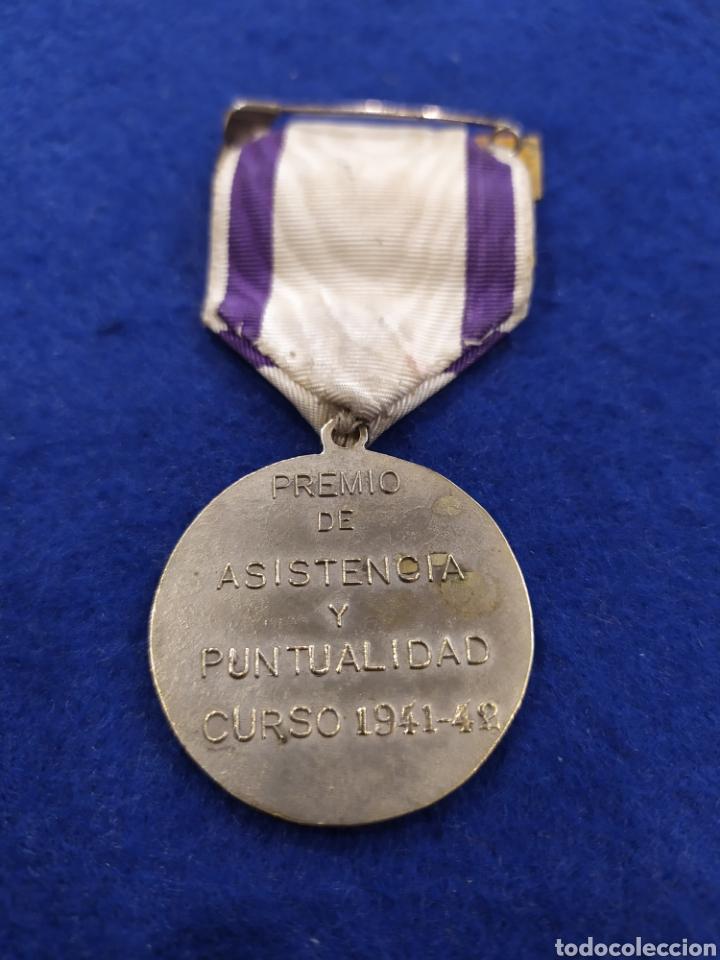 Militaria: Medalla premio asistencia y puntualidad 1941- 42. Santiago matamoros - Foto 2 - 182889615