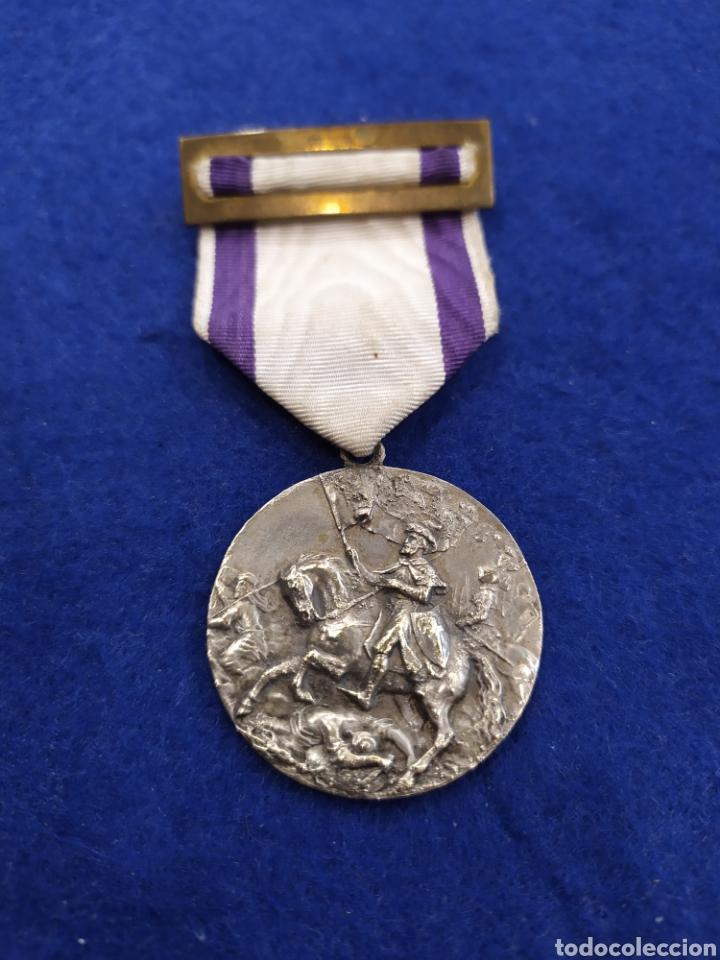 MEDALLA PREMIO ASISTENCIA Y PUNTUALIDAD 1941- 42. SANTIAGO MATAMOROS (Militar - Medallas Españolas Originales )