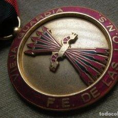 Militaria: MEDALLA DESTACADO FALANGISTA DE LA VIEJA GUARDIA DE LA FE DE LAS JONS. EXPEDIENTE NÚMERO 2. FALANGE.. Lote 183548403