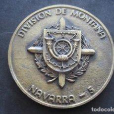 Militaria: MEDALLA BRONCE. DIVISION DE MONTAÑA NAVARRA 5. 50 ANIVERSARIO 1943 - 1993. Lote 184807753