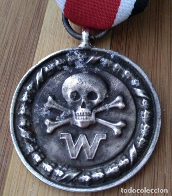 INTERESANTE MEDALLA ALEMANIA NAZI III REICH DIVISIONES DE COMBATE CALAVERA 2ªG.M DE LAS WAFFEN SS (Militar - Medallas Extranjeras Originales)