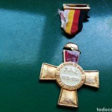 Militaria: MEDALLA CONMEMORATIVA 25 AÑOS DE PAZ TRAS GUERRA CIVIL ESPAÑOLA. Lote 186142092