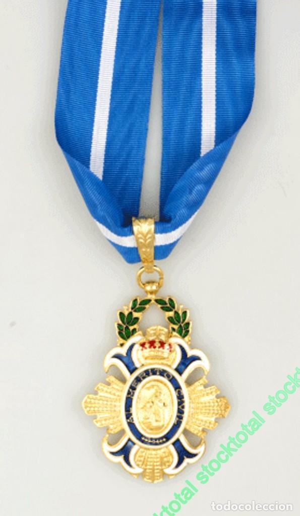 ENCOMIENDA DEL ORDEN MERITO CIVIL MEDALLA ORDEN MERITO CIVIL MATERIAL: ZAMAK TAMAÑO: 4.7X5 CM 09558 (Militar - Reproducciones y Réplicas de Medallas )