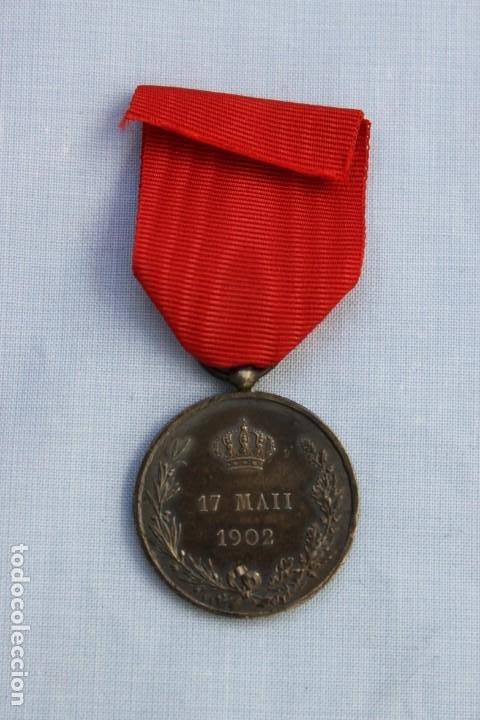Militaria: MEDALLA MAYORIA EDAD DE ALFONSO XIII -1902 - PLATA - Foto 2 - 186436683