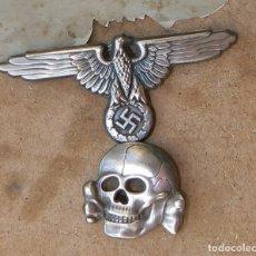 Militaria: WW2 INSIGNIAS ALEMANAS DEL ÁGUILA Y DEL CALAVERA TOTENKOPF PARA GORRA DE PLATO. Lote 187473430