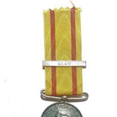 Militaria: MEDALLA DE ALFONSO XII CON PASADOR OLOT. Lote 187993436
