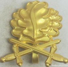 Militaria: RÉPLICA HOJAS DE ROBLE CON ESPADAS, ORO, CRUZ DE CABALLERO DE LA CRUZ DE HIERRO. ALEMANIA. II GUERRA. Lote 188574316