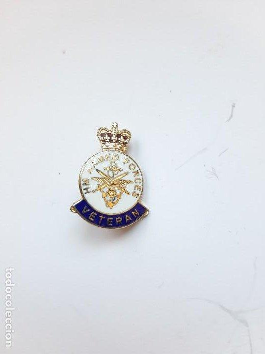 PIN DE VETERANO DE LAS FUERZAS ARMADAS DEL REINO UNIDO (Militar - Medallas Extranjeras Originales)