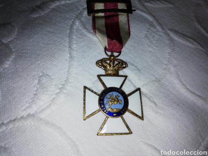 Militaria: Medalla al mérito militar y pasador. - Foto 2 - 189710506