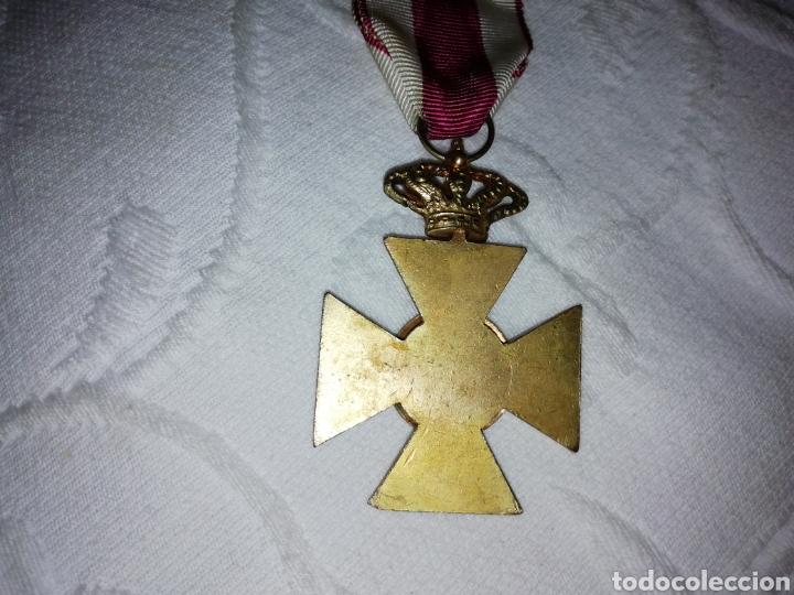 Militaria: Medalla al mérito militar y pasador. - Foto 6 - 189710506