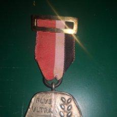 Militaria: FRANQUISMO. MEDALLA INI EN PLATA. Lote 190369375