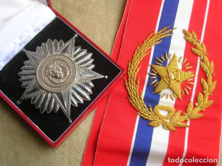 ANTIGUA Y ESCASA ORDEN AL MERITO NACIONAL DE PARAGUAY. EXCEPCIONALES PLACA Y BANDA BORDADA. (Militar - Medallas Extranjeras Originales)