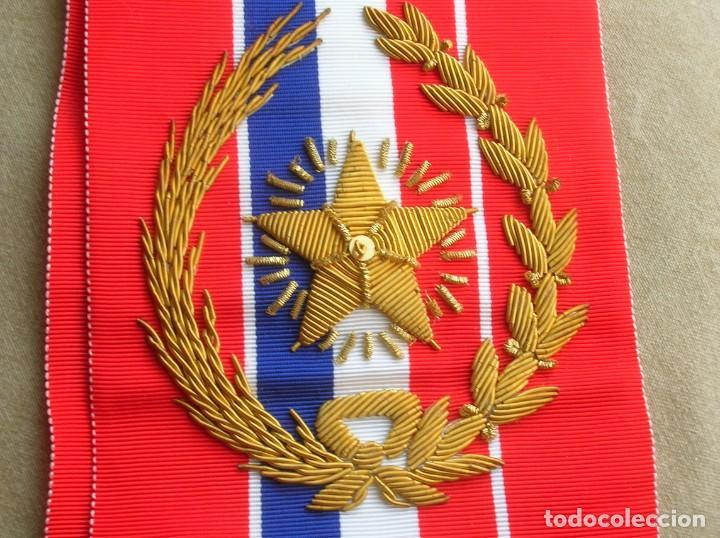 Militaria: ANTIGUA Y ESCASA ORDEN AL MERITO NACIONAL DE PARAGUAY. EXCEPCIONALES PLACA Y BANDA BORDADA. - Foto 3 - 190833642