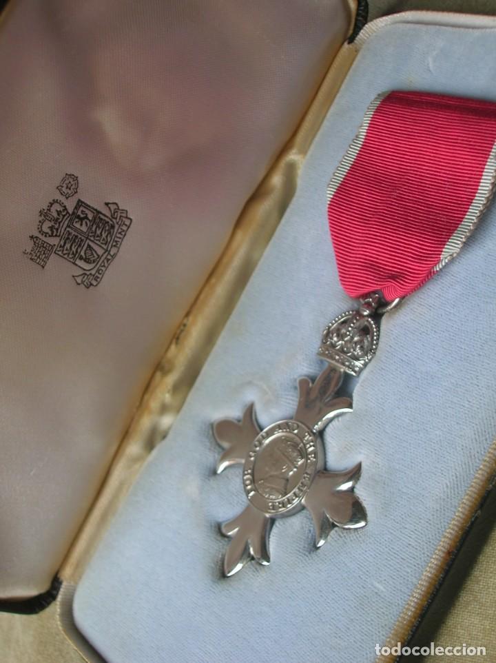 EXCEPCIONAL Y ANTIGUA ORDEN BRITANICA DE MIEMBRO DEL IMPERIO BRITANICO EN SU ESTUCHE. (Militar - Medallas Internacionales Originales)
