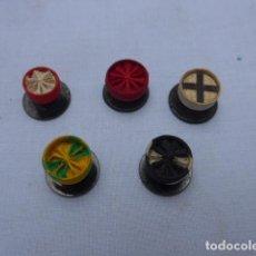Militaria: * LOTE DE 5 ANTIGUO ROSETON BOTON DE MEDALLA, DISTINTOS, ORIGINALES. ZX. Lote 191395606