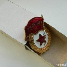 Militaria: URSS DISTINTIVO DE GUARDIA DE EJERCITO SOVIETICO (EN SU CAJA). Lote 191403135