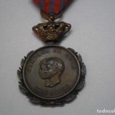 Militaria: MEDALLA CAMPAÑA DE CUBA 1895-1898, RARO MODELO EN BRONCE, CON SU CINTA ORIGINAL. Lote 192233752