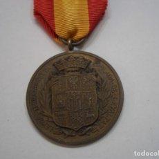 Militaria: MEDALLA A LOS EXCOMBATIENTES LERIDANOS 1955, MEDALLA EN BRONCE CON SU CINTA. Lote 192239457