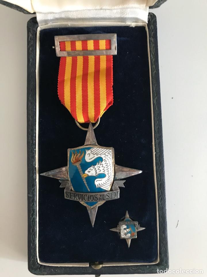 CONJUNTO DE MEDALLA Y PIN SERVÍOS AL SEM - SEU - FALANGE - SERVICIÓ ESPAÑOL MAGISTERIO -ÉPOCA FRANCO (Militar - Medallas Españolas Originales )