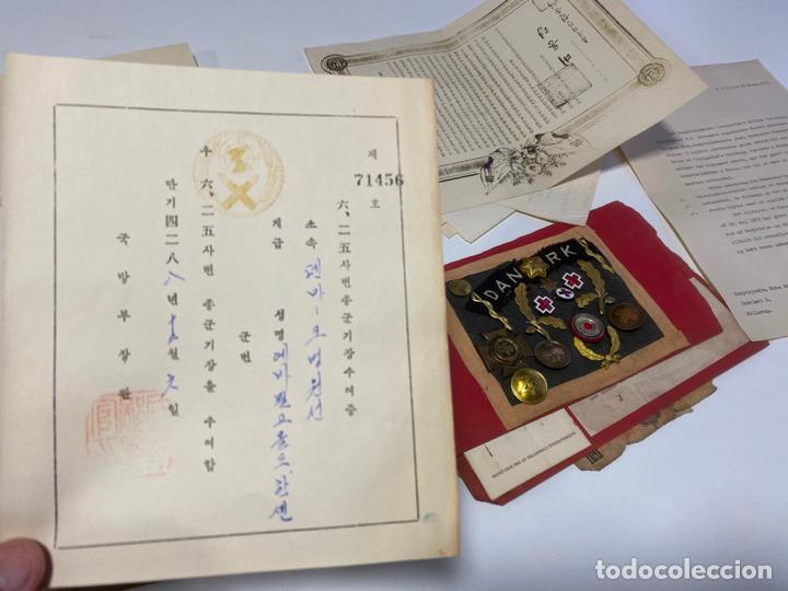 Militaria: LOTE DE ANTIGUAS INSIGNIAS Y DOCUMENTOS MILITARES , DANMARK KOREA - Foto 2 - 194265813
