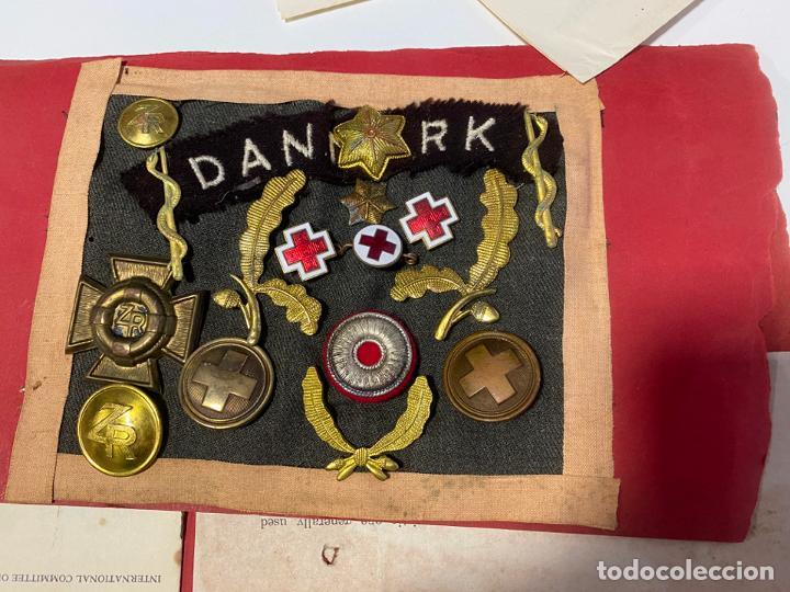 LOTE DE ANTIGUAS INSIGNIAS Y DOCUMENTOS MILITARES , DANMARK KOREA (Militar - Medallas Extranjeras Originales)
