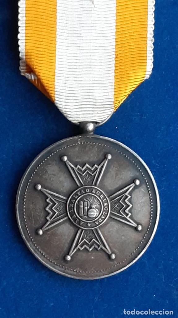 MEDALLA DE PLATA DE LA REAL ORDEN DE ISABEL LA CATOLICA - ALFONSO XIII - 1907 A 1931 (Militar - Medallas Españolas Originales )