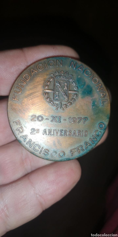 Militaria: Medalla conmemorativa de la Santa Cruz del Valle de los Caídos, segundo aniversario - Foto 2 - 194370790