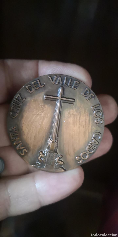 MEDALLA CONMEMORATIVA DE LA SANTA CRUZ DEL VALLE DE LOS CAÍDOS, SEGUNDO ANIVERSARIO (Militar - Medallas Españolas Originales )