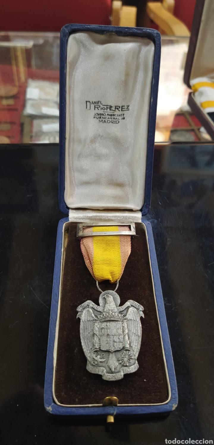C.R. MEDALLA DE PLATA , INSTITUTO NACIONAL DE PREVISIÓN, UNA GRANDE LIBRE (Militar - Medallas Españolas Originales )