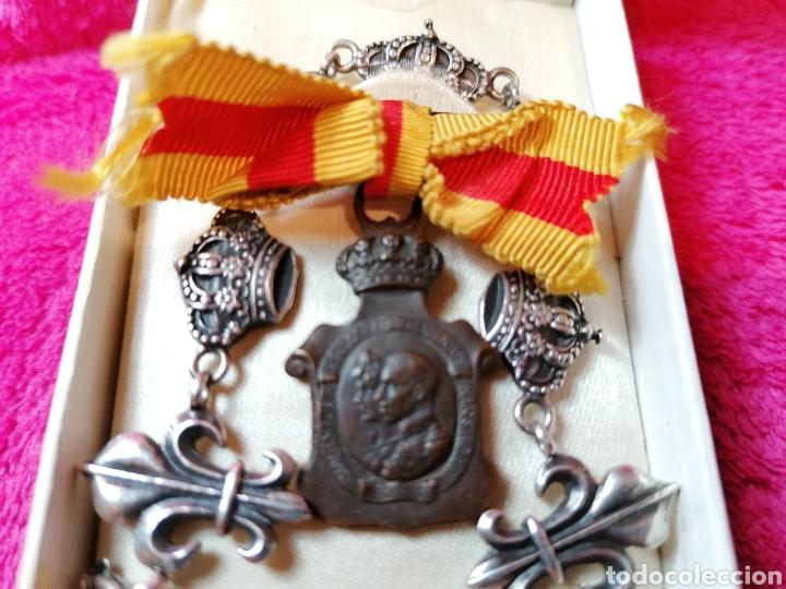 Militaria: MEDALLAS HOMENAJE DE LOS AYUNTAMIENTOS A LOS REYES Y PULSERA DE PLATA - Foto 6 - 194889005