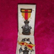 Militaria: MEDALLAS HOMENAJE A LOS AYUNTAMIENTOS Y PULSERA DE PLATA. Lote 194889005