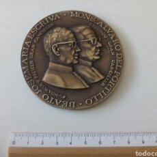 Militaria: MEDALLÓN JOSE MARÍA ESCRIVA Y MON ALVARO DEL PORTILLO. UNIVERSIDAD DE PIURA.. Lote 194996152