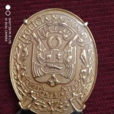 Militaria: PLACA PECHO DE POLICIA NACIONAL DE PERU EN METAL NUMERADA DISTINTIVO POLICIAL . Lote 195330432