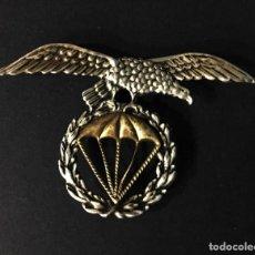 Militaria: ÁGUILA PARA BOINA PARACAIDISTA ANTERIOR 1970. Lote 195463002