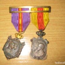 Militaria: DOBLE MEDALLA HOMENAJE DE LOS AYUNTAMIENTOS A LOS REYES . ALFONSO XIII VICTORIA EUGENIA 1926. Lote 195475722
