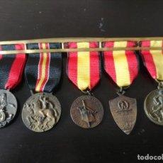 Militaria: PASADOR CON 5 MEDALLAS ITALIANAS DE LA GUERRA CIVIL ESPAÑOLA. Lote 195721345