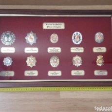 Militaria: COLECCION ENMARCADA DE 10 REPRODUCCIONES DE PLACAS - POLICÍA NACIONAL - 1920 A 1989 - CUADRO. Lote 196103060
