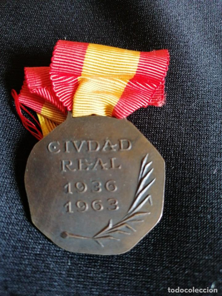 Militaria: Medalla de Ciudad Real a sus caidos - Foto 2 - 275933933