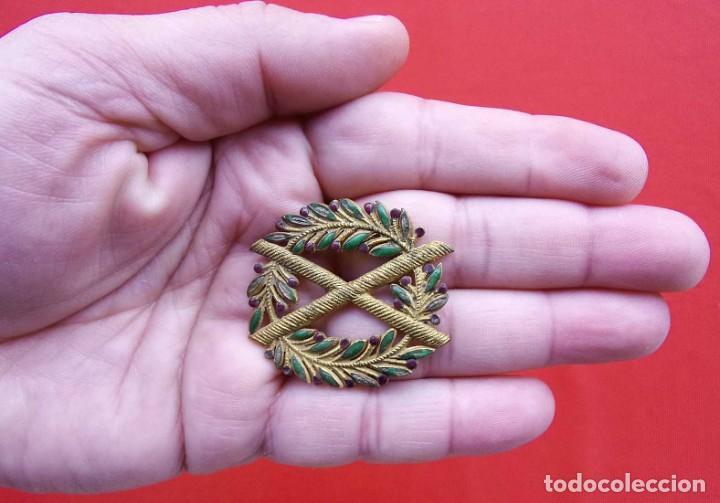 ENCONTRADA EN UNA CASA DE UN ANTIGUO MILITAR DE BURGOS. FAMILIA ENTERA DE MILITARES. METÁLICA. (Militar - Medallas Españolas Originales )