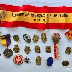 Militaria: LOTE VARIADO DE INSIGNIAS Y MEDALLAS VARIADAS MILITARES.. Lote 197734383