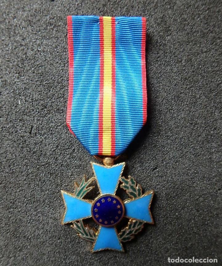 Militaria: (JX-200381)Medalla , placa y pin del Fomento Europeo , cinta España . - Foto 2 - 198634371