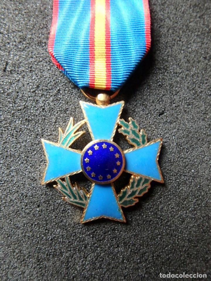 Militaria: (JX-200381)Medalla , placa y pin del Fomento Europeo , cinta España . - Foto 3 - 198634371