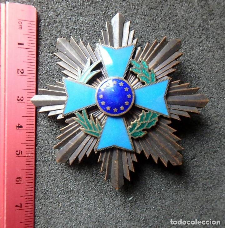 Militaria: (JX-200381)Medalla , placa y pin del Fomento Europeo , cinta España . - Foto 9 - 198634371