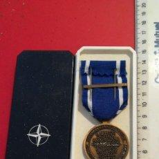 Militaria: MEDALLA OTAN ISAF (YUGOSLAVIA) - ORIGINAL DE EEKELERS CON CAJA. Lote 198987401
