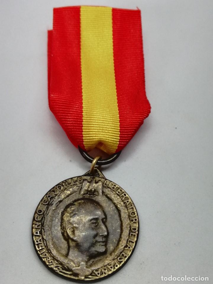 Militaria: RÉPLICA Medalla General Francisco Franco. Caudillo Liberator de la España. 1939. CTV Italia. Guerra - Foto 2 - 199068676