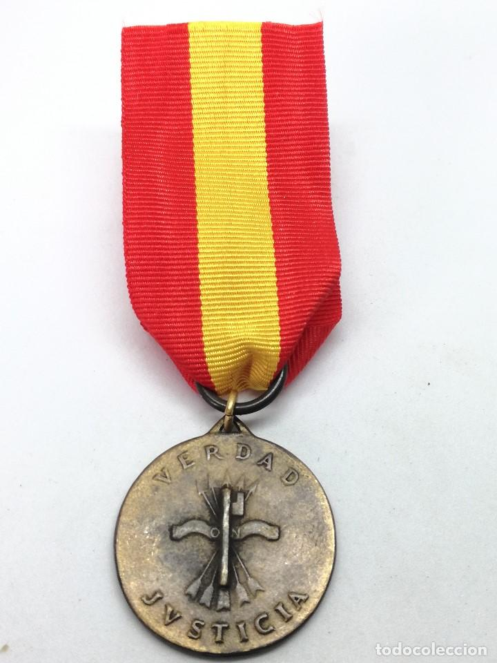 Militaria: RÉPLICA Medalla General Francisco Franco. Caudillo Liberator de la España. 1939. CTV Italia. Guerra - Foto 3 - 199068676