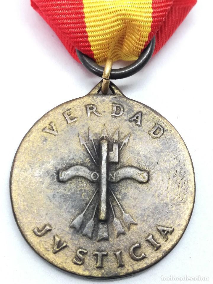 Militaria: RÉPLICA Medalla General Francisco Franco. Caudillo Liberator de la España. 1939. CTV Italia. Guerra - Foto 4 - 199068676