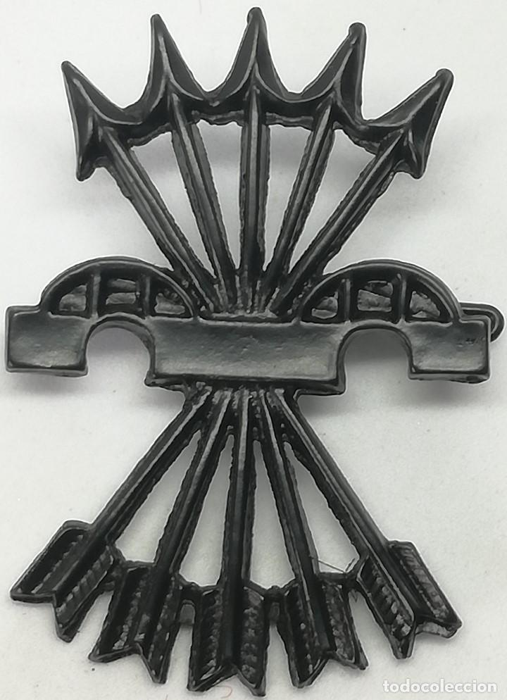 RÉPLICA INSIGNIA DIVISIÓN LEGIONARIA FLECHAS NEGRAS. ITALIA. GUERRA CIVIL ESPAÑOLA. 1936-1939. CTV (Militar - Reproducciones y Réplicas de Medallas )